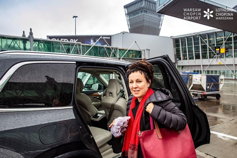 Olga Tokarczuk - powitanie na Lotnisku Chopina