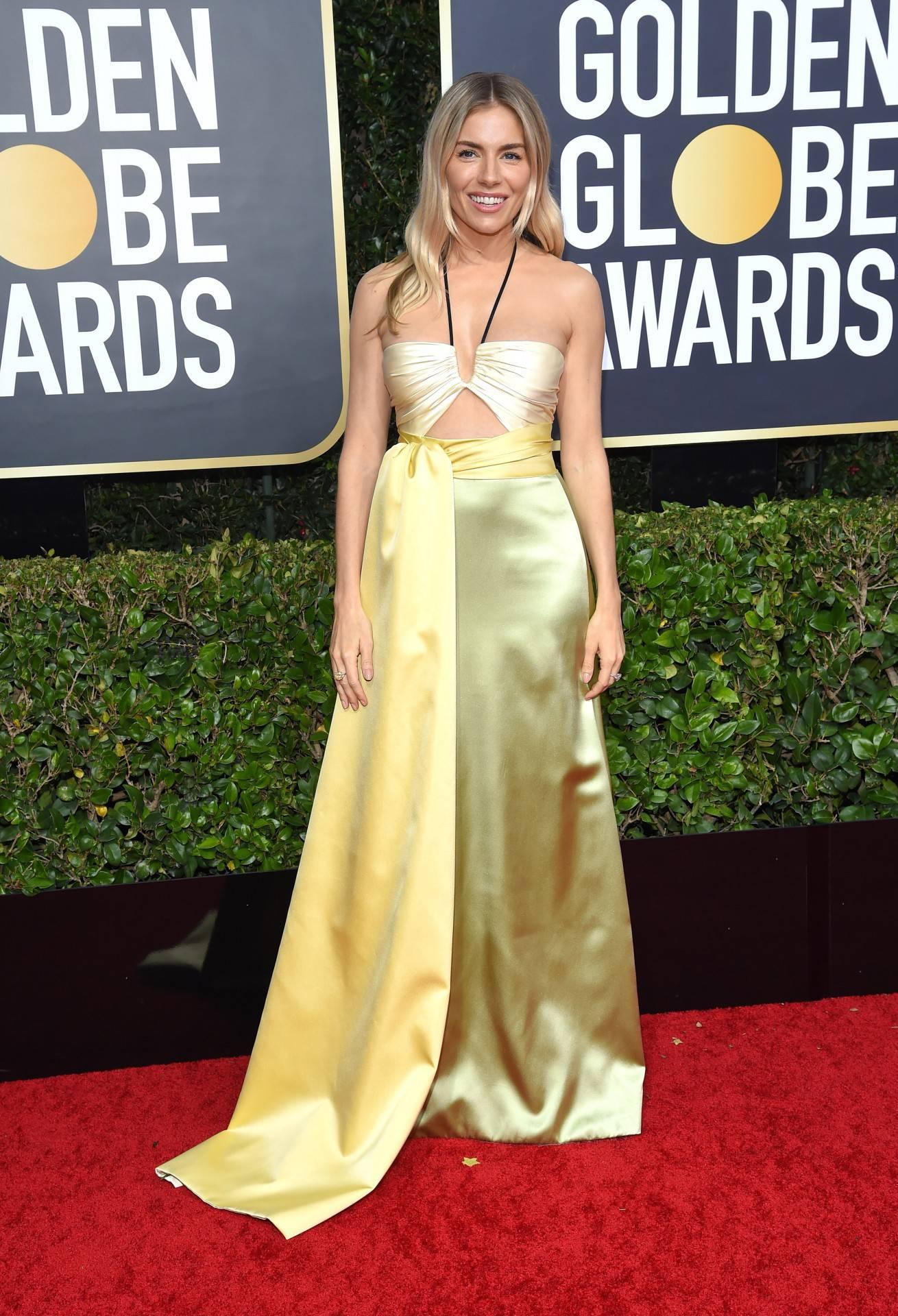 Sienna Miller – Złote Globy 2020, kreacja: Yves Saint Laurent