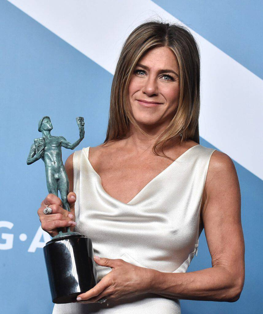 Jennifer Aniston ze statuetką - SAG Awards 2020