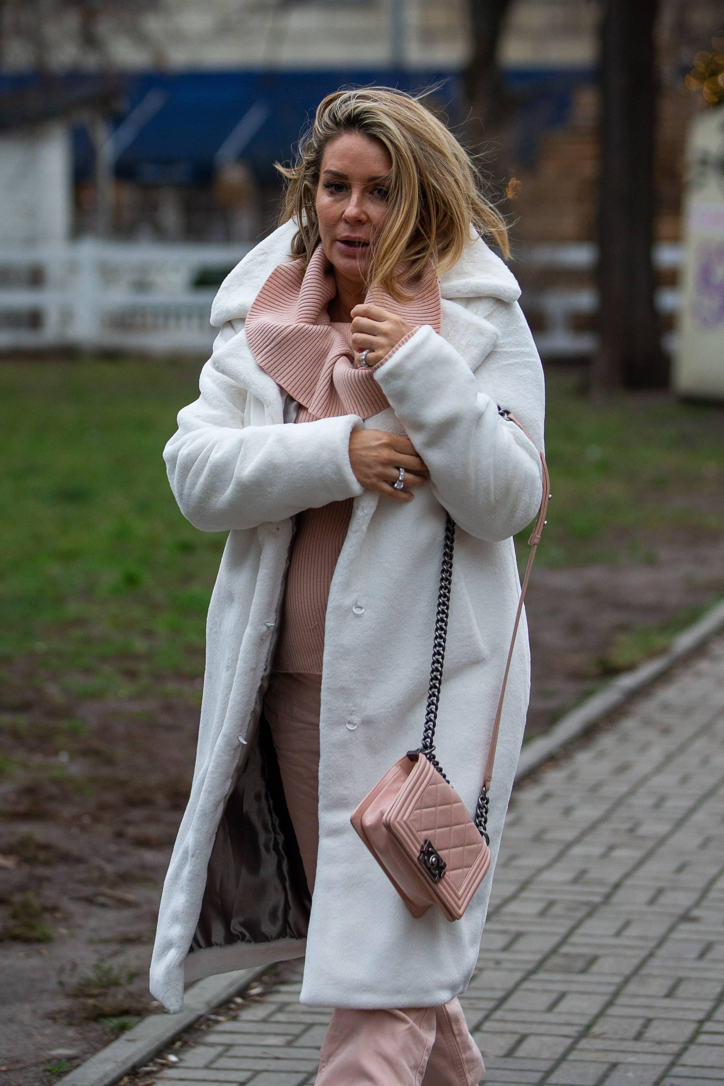 Małgorzata Rozenek w białym płaszczu