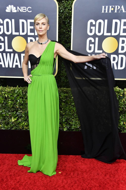 Charlize Theron – Złote Globy 2020, kreacja: Dior