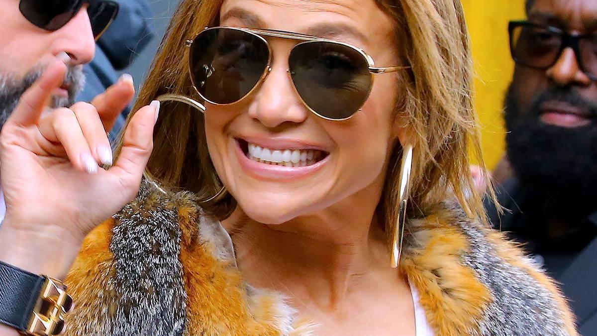 Jennifer Lopez - jaką fryzurę wybrała na Super Bowl?