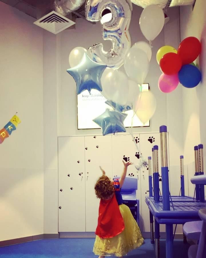 Zdjęcie (1) Córka Natalii Kukulskiej w stroju księżniczki świętuje 3. urodziny. Posypały się życzenia od gwiazd