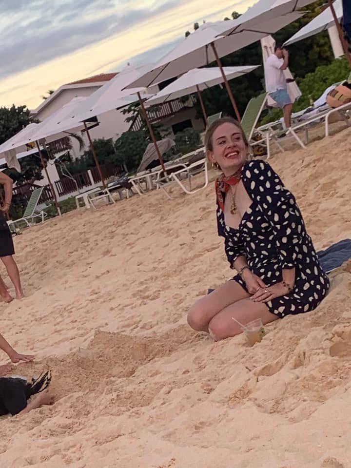 Adele na plaży na Karaibach