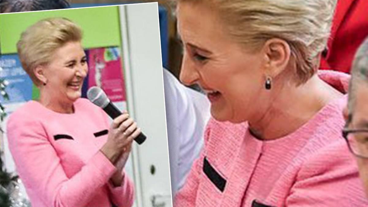 Agata Duda w różowej marynarce
