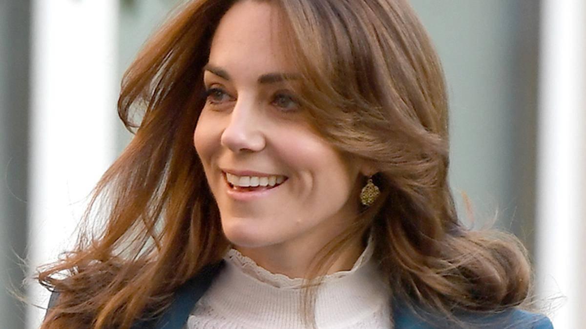 Kobieca i elegancka Kate Middleton jak zwykle zwróciła na siebie uwagę znawców mody. Co za szyk!