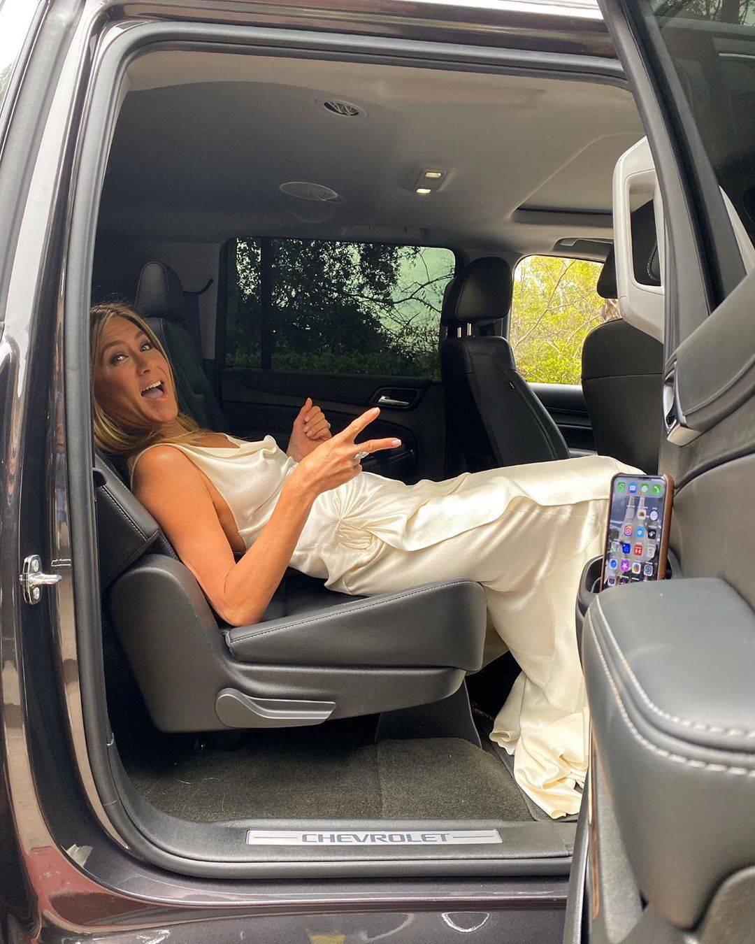 Jennifer Aniston w jedwabnej sukience, Instagram