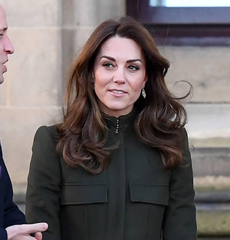 Księżna Kate na spotkaniu w Bradford - fryzura i makijaż