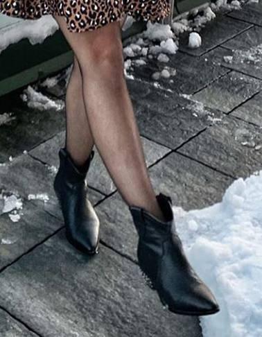 Katarzyna Cichopek w sukience w panterkę - botki