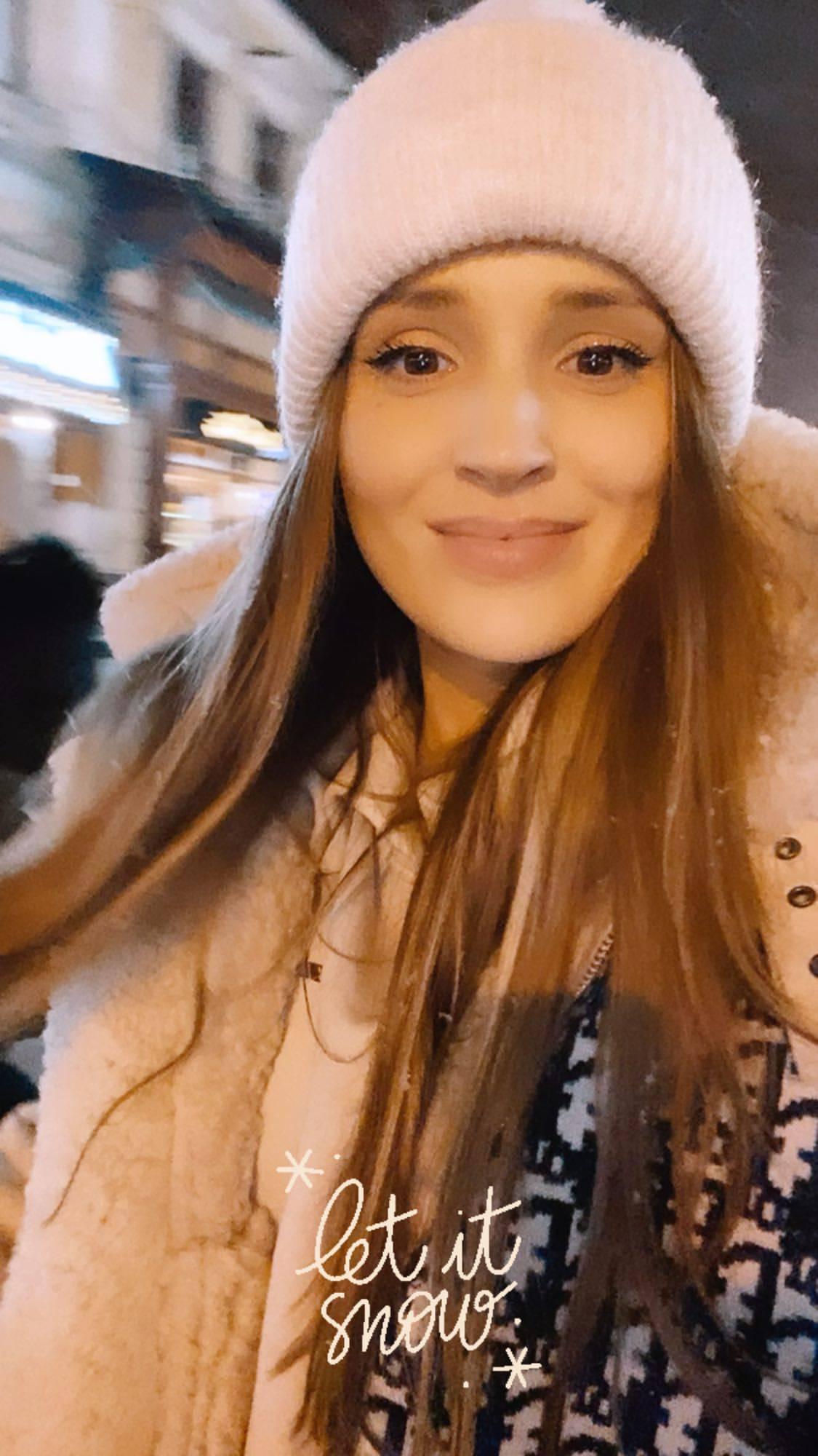Marina w szaliku Diora