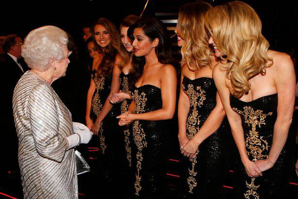 Girls Aloud z Królową Elżbietą II