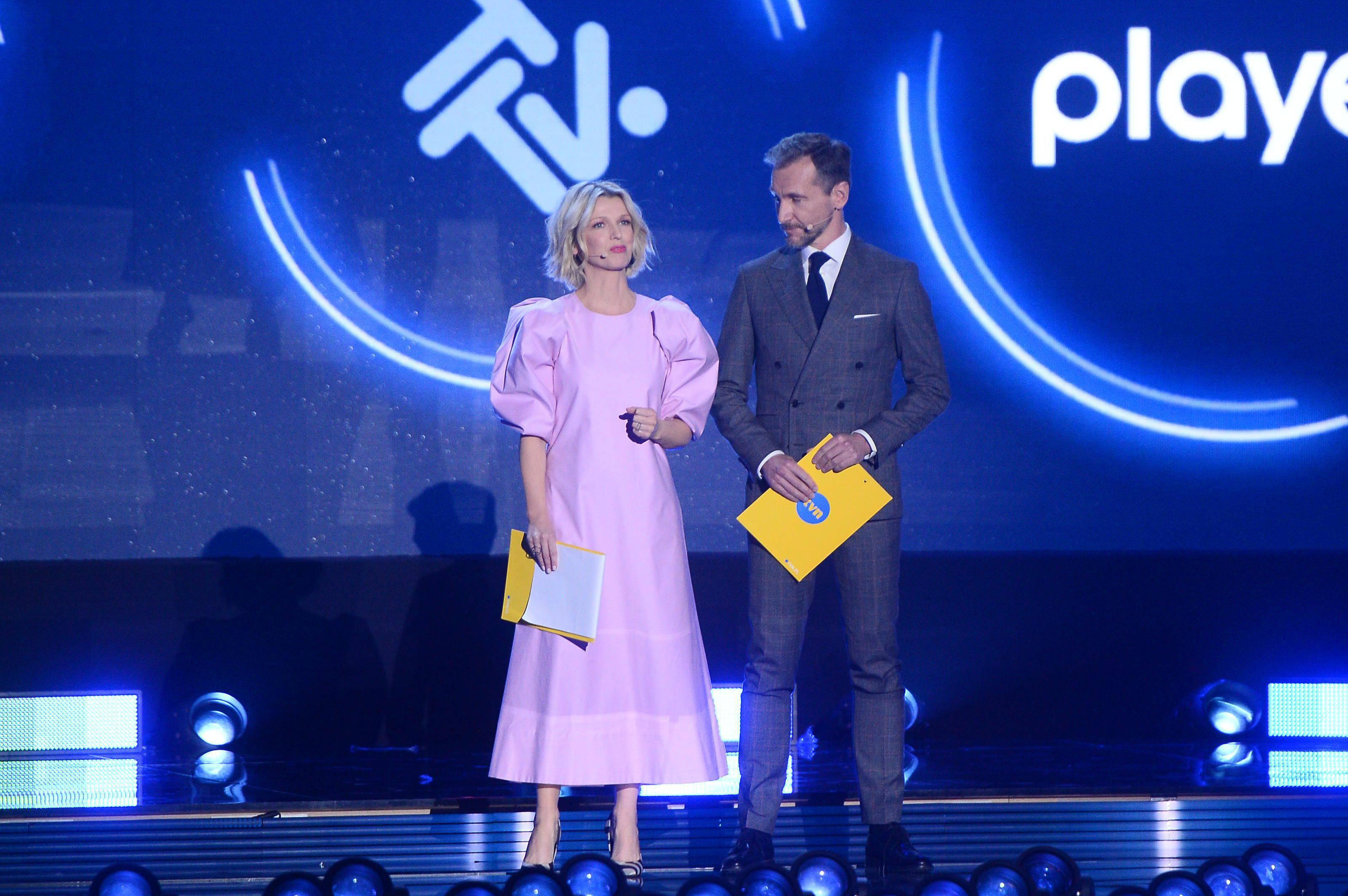 Magda Mołek i Piotr Kraśko na scenie - TVN wiosenna ramówka 2020