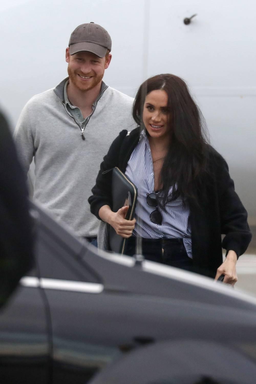 Książę Harry i Meghan Markle na lotnisku w Kanadzie