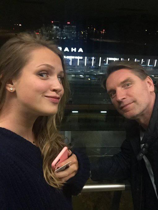 Tomasz Lis i Pola Lis - gratulacje z powodu obrony pracy dyplomowej
