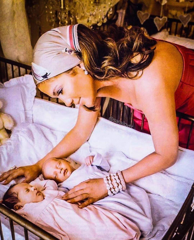 Jennifer Lopez z dziećmi. Archiwalne zdjęcie