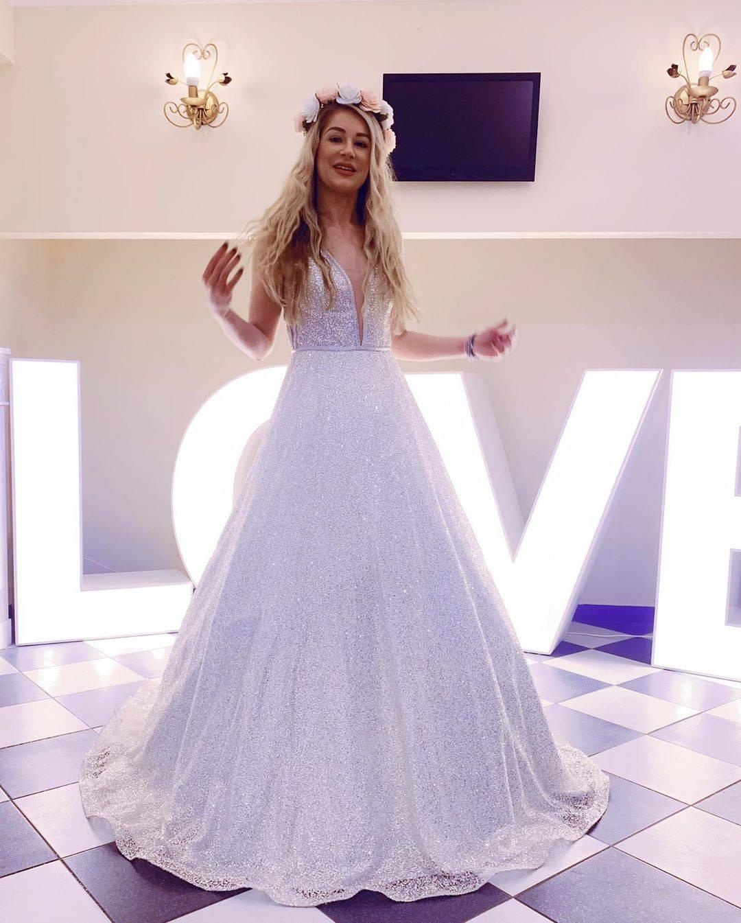 Madzia Wójcik w sukni ślubnej