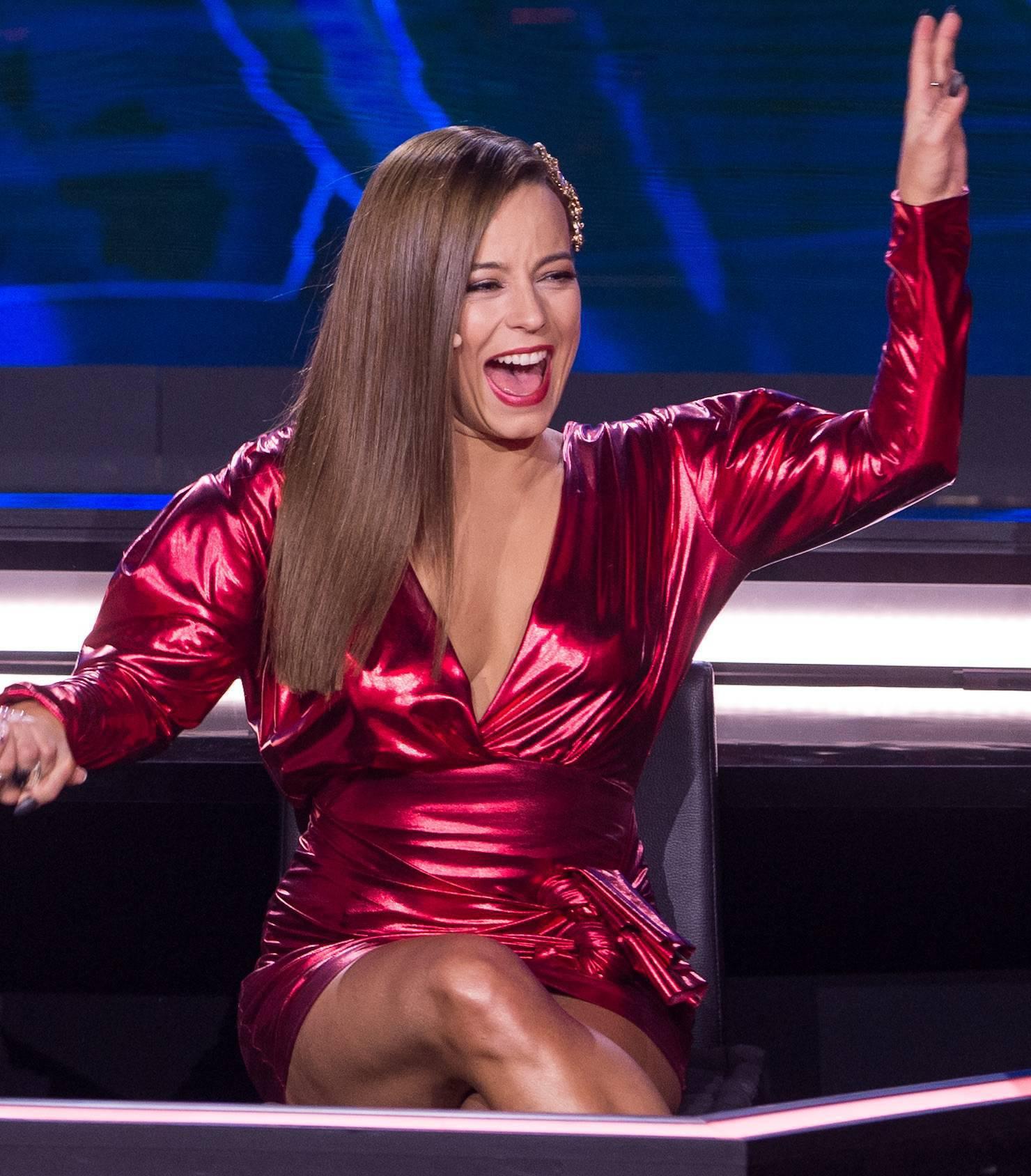 Anna Mucha w czerwonej mini – Dance Dance Dance 2