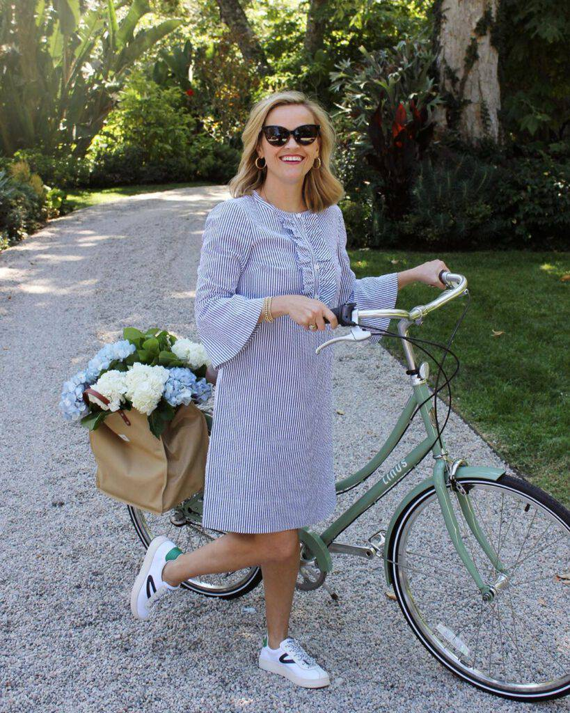 Reese Witherspoon w ulubionych sneakersach, Instagram