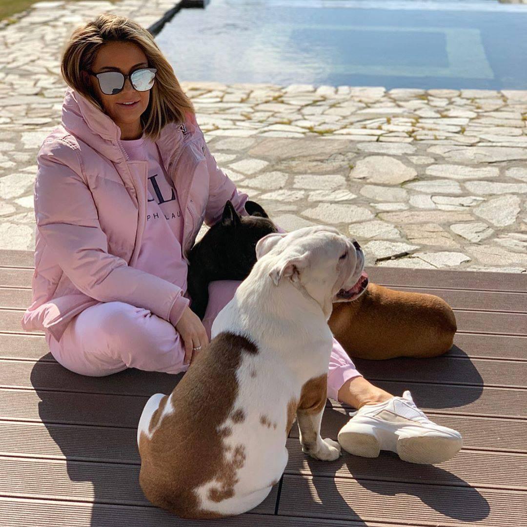 Małgorzata Rozenek z psiakami