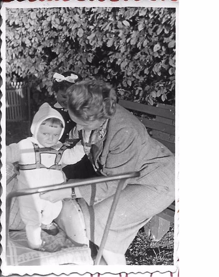 Gwiazdy podjęły wyzwanie i publikują swoje archiwalne zdjęcia! Nowy hit prosto z Facebooka zdjecie 1