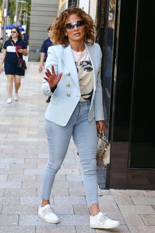 Jennifer Lopez w krótkich włosach na zakupach