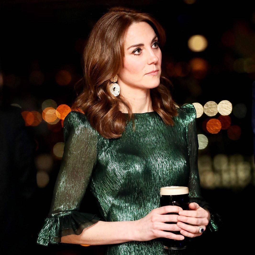Księżna Kate w zielonej sukience