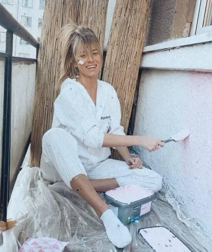 Marcelina Zawadzka odnawia balkon