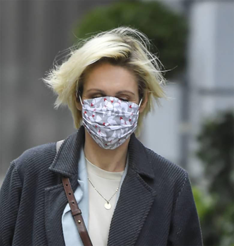 Małgorzata Ohme w maseczce przed studiem Dzień Dobry TVN