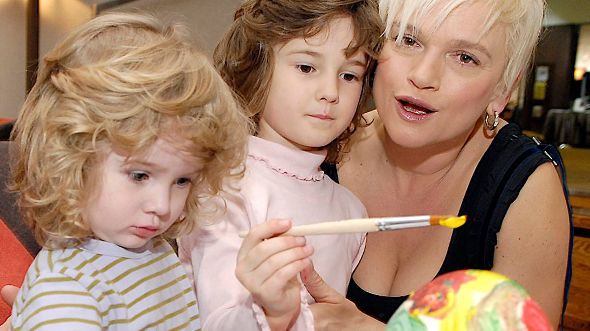 Katarzyna Figura z córkami Koko i Kaszmir