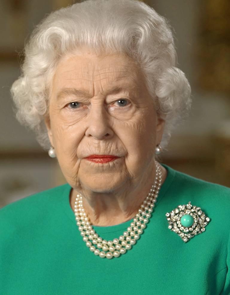 Królowa Elżbieta II – zielona broszka