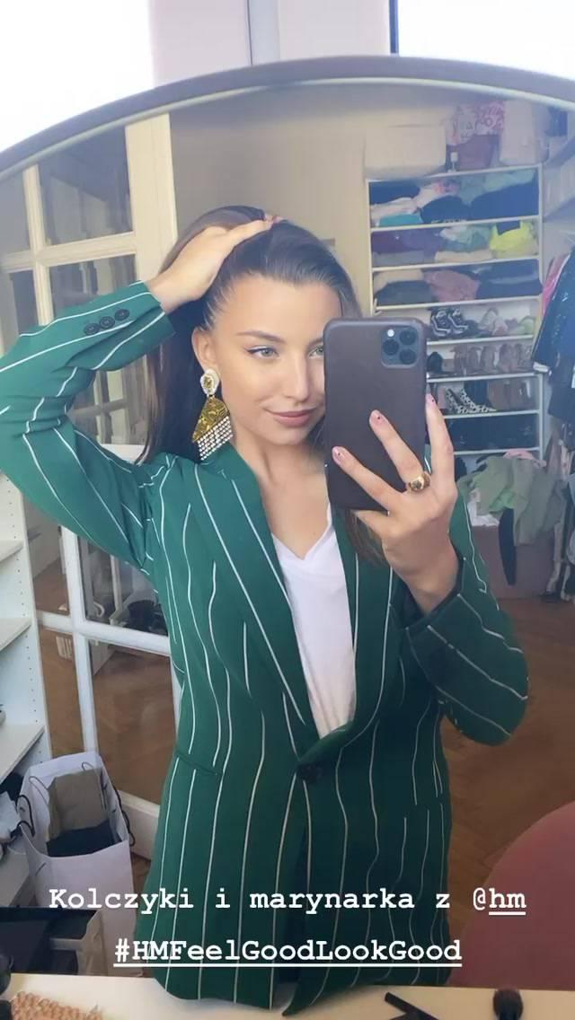 Julia Wieniawa w garniturze z sieciówki