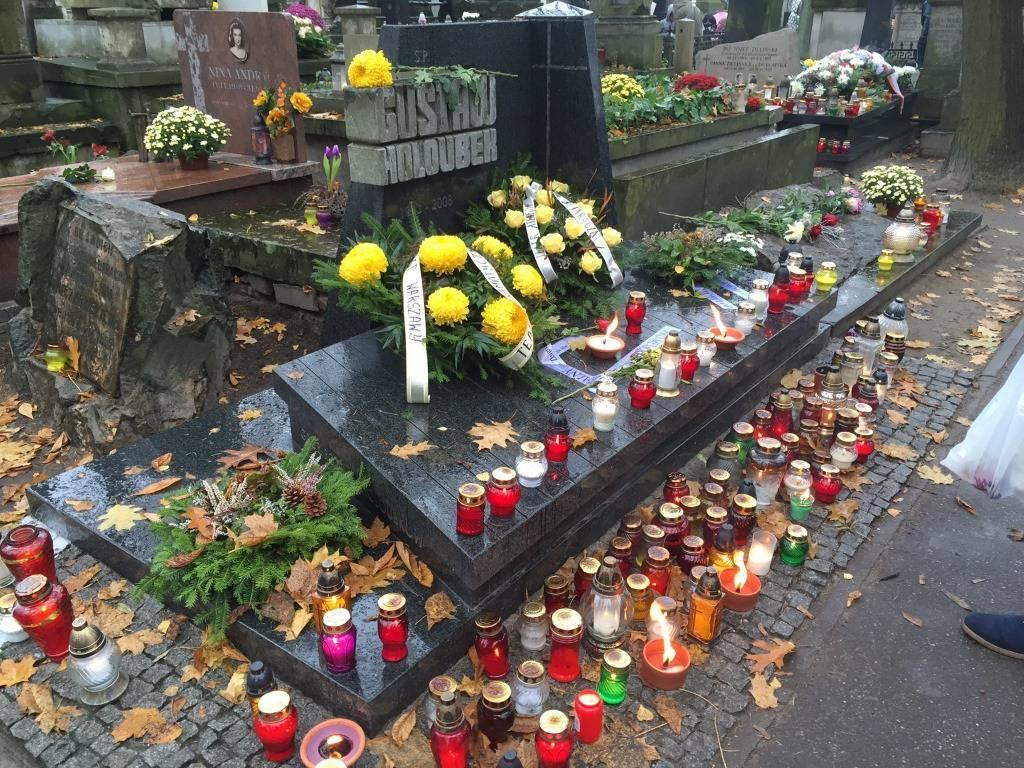 Magdalena Zawadzka pokazał grób męża