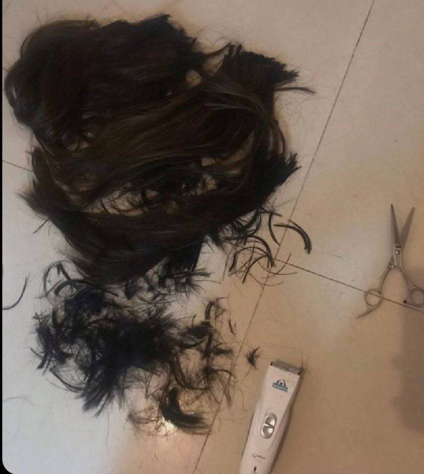 Selena Gomez ogoliła włosy?