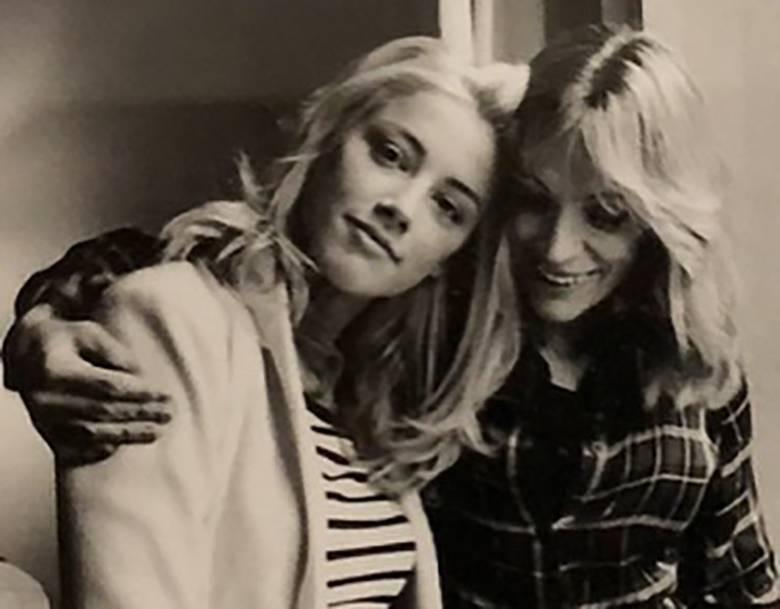 Amber Heard pożegnała mamę