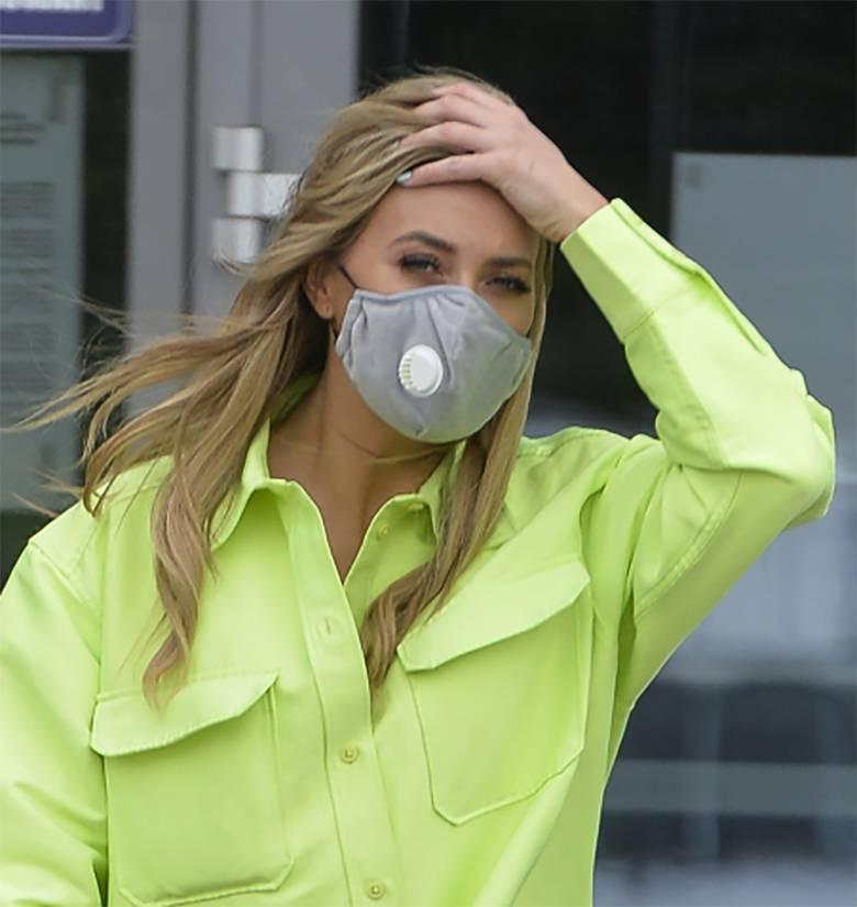 Marcelina Zawadzka w sportowym stroju i masce przed studiem Pytania na śniadanie