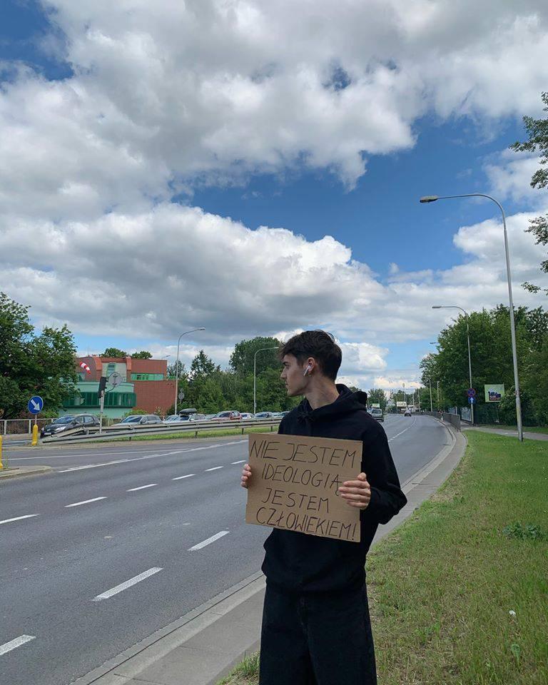 Radek Pestka protestuje przeciw dyskryminacji LGBT