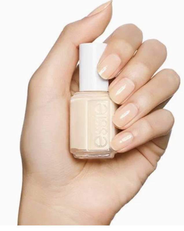 Zdjęcie (2) Idealny manicure księżnej Kate to zasługa kilku bardzo tanich produktów. Bez problemu dostaniesz je w Polsce