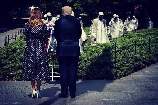 Melania Trump i Donald Trump oddają hołd weteranom wojennym