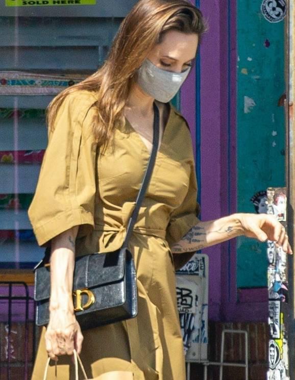 Angelina Jolie z torbą Diora