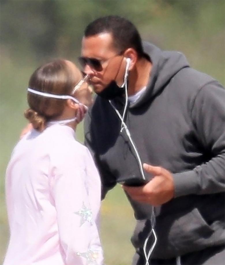 Zdjęcie (10) Nowe zdjęcia J.Lo obnażyły prawdę o jej związku z Alexem. Drobny detal nie zwiastuje happy endu