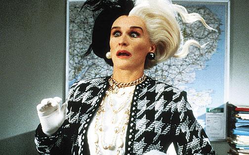 Zdjęcie (2) Cała ubrana w zebrę Małgorzata Kożuchowska wygląda jak prawdziwa petarda. Cruella De Mon XXI wieku!