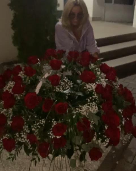 Dagmara Kaźmierska dostała bukiet kwiatów