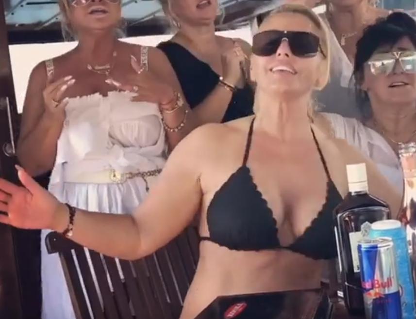 Dagmara Kaźmierska w staniku trzęsie biustem