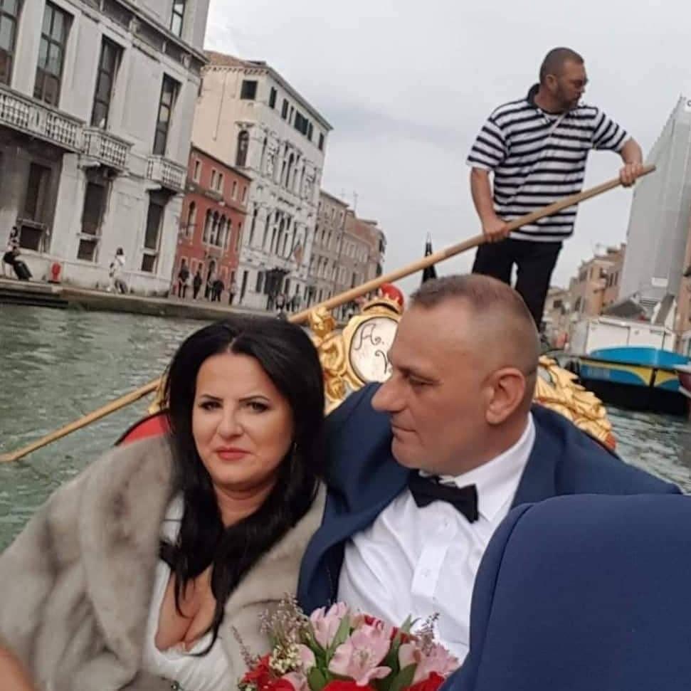 """Zdjęcie (4) Edzia z """"Królowych życia"""" pokazała zdjęcia ze ślubu. Wyglądała pięknie, ale to Dagmara skradła show"""