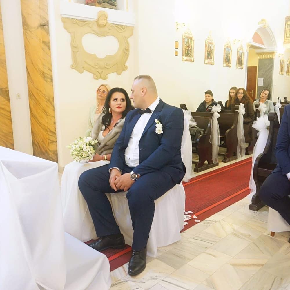 """Zdjęcie (6) Edzia z """"Królowych życia"""" pokazała zdjęcia ze ślubu. Wyglądała pięknie, ale to Dagmara skradła show"""