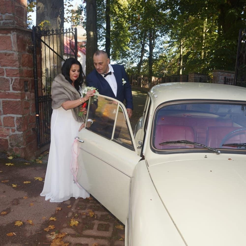 """Zdjęcie (8) Edzia z """"Królowych życia"""" pokazała zdjęcia ze ślubu. Wyglądała pięknie, ale to Dagmara skradła show"""