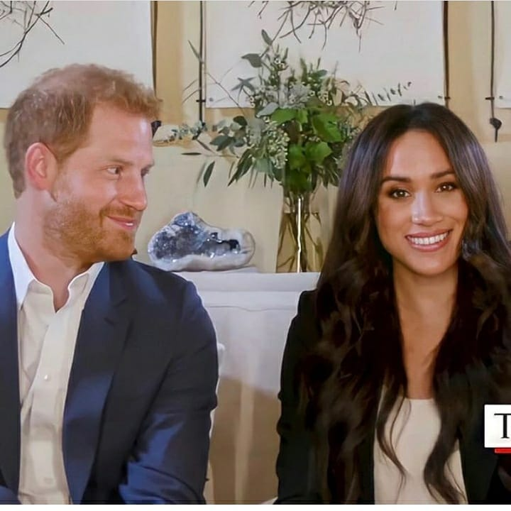 Zdjęcie (4) Harry i Meghan mają gdzieś ustalenia z królową? Najnowsze zdjęcie łamie podstawową zasadę Megxitu. Jest afera
