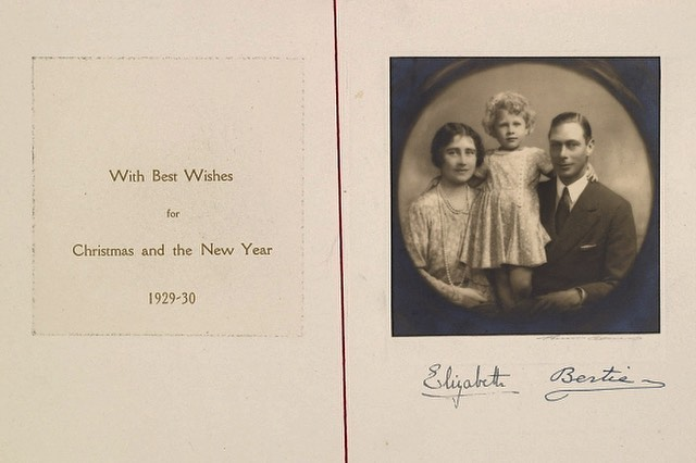 Rodzina królewska pokazała kartkę z 1929 roku