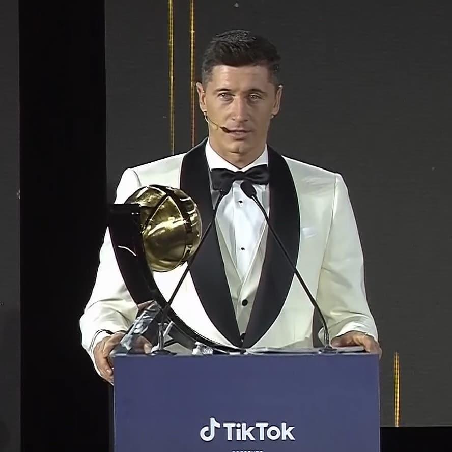 Zdjęcie (9) Anna Lewandowska w stylizacji za 100 tys. zł na gali w Dubaju świętuje sukces Roberta. Nie zabrało zdjęcia z Ronaldo