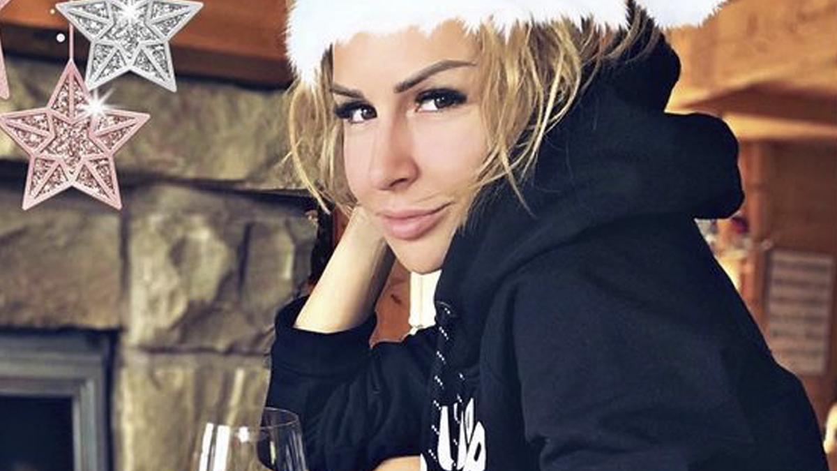 Blanka Lipińska w świątecznej sesji